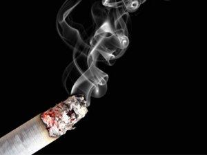Sigara içmek omurgaya zarar veriyor