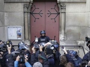 Paris'te kiliseye operasyon: Bombacı kadın kendini patlattı