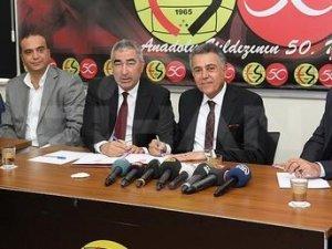 Samet Aybaba Eskişehirspor'a imzayı attı