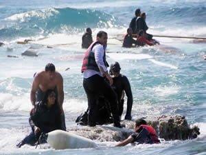 Botları Yunan güvenlik güçlerince batırılan sığınmacıları Türkler kurtardı
