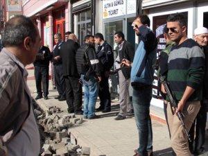 Adana'da yüzü maskeli 3 kişi kuyumcu soydu