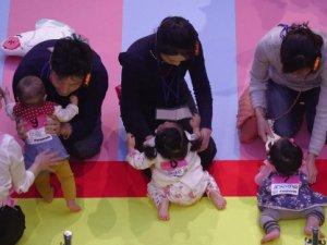 Japonya'da bebekler birbiriyle yarıştı