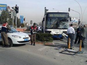 Ankara'da korkutan kaza: 3 yaralı