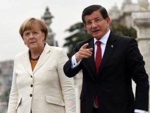 Merkel ve Davutoğlu telefonda görüştü