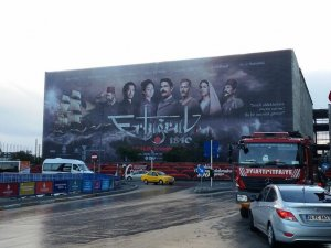 AKM binasına reklam afişi asıldı