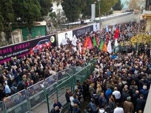 Cumhuriyet Gazetesi önünde Can Dündar ve Erdem Gül'e destek