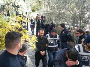 İzmir'de 22 insan taciri yakalandı