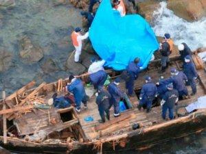 Japonya'da kıyıya vuran teknelerden cesetler çıkıyor