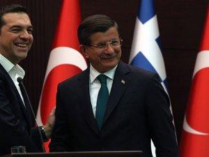 Çipras ve Davutoğlu Twitter'dan tartıştı