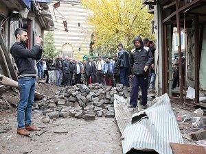 Diyarbakır'ın Sur ilçesinde inceleme yapan Başsavcı Solmaz'a teröristlerce ateş açıldı
