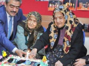 Türkiye'nin en yaşlı ikizleri 101. yaşlarını kutladı
