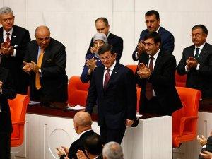 Davutoğlu başkanlığında kurulan 64. Hükümet 315 oyla güvenoyu aldı