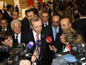 Cumhurbaşkanı Erdoğan, Paris'te gazetecilerin Rusya'yla ilgili sorularını yanıtladı