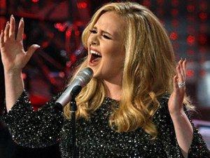 Adele, 25 ile rekorları yerle bir etti