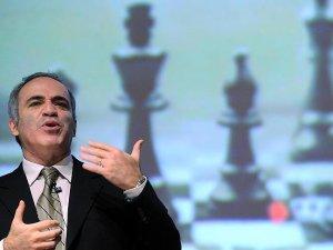 Dünya Satranç Şampiyonu Kasparov'dan Putin'e eleştiri