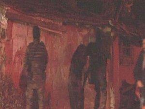 Polisleri hırsız sanınca 'imdat polis' diye balkona fırladı