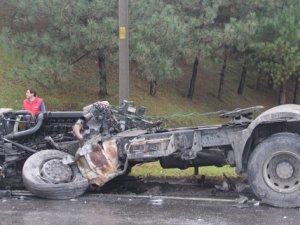 Yolcu otobüsü ile TIR çarpıştı: 25 yaralı