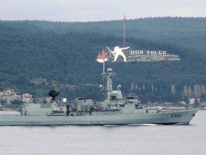Boğaz'dan peş peşe 3 savaş gemisi geçti