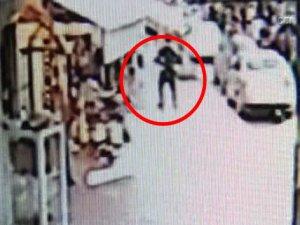 Sevgilisine kızdı sokak ortasında cinsel organını kesti