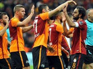 Galatasaray'da derbi öncesi kart alarmı