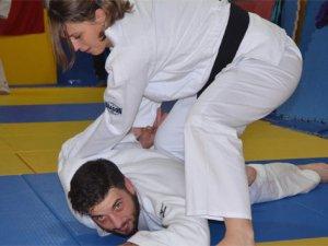 Kadınlar şiddetten judo ile korunacak!