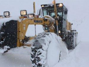 Sınırda zorlu karla mücadele çalışması
