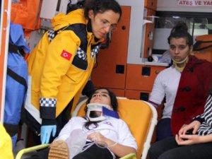 Öğrenci servisi otomobil ile çarpıştı: 9 yaralı