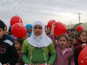 Çadır kentte kalan 230 çocuğa yardım