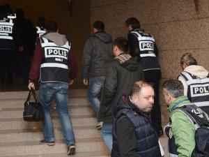 İzmir merkezli 'Paralel Devlet Yapılanması' operasyonunda 10 tutuklama