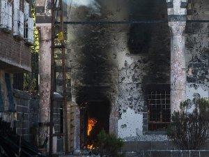 Sur'daki terör saldırısında Osmanlı eseri Fatihpaşa Camisi'nde yangın çıktı