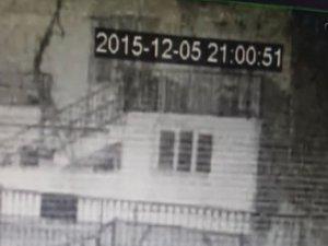 Hırsızı, komşunun güvenlik kamerası görüntüledi
