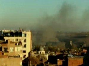 Diyarbakır'da tarihi cami duman altında!