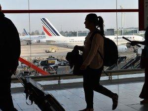 Dua eden Müslüman uçaktan indirildi