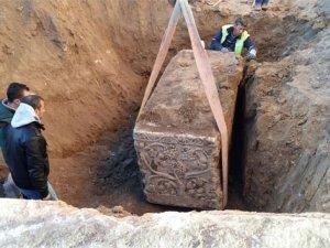 Ev temeli kazısında bin 900 yıllık mezar bulundu