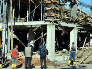 Tavanı çöken inşaattan düşen işçi yaralandı