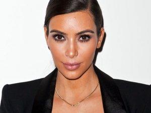 Kim Kardashian oğlunun ismini 'Aziz' koydu