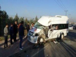 Öğrenci servisi çöp kamyonuyla çarpıştı: 8 öğrenci yaralı