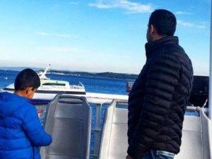 Afgan baba denizde kaybolan ailesini arıyor