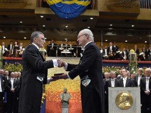 Nobel Kimya Ödülü kazanan Aziz Sancar ödülü'nü aldı
