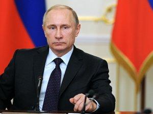 Putin: Suriye'de hava gücümüzü tehdit eden unsurlar yok edilsin