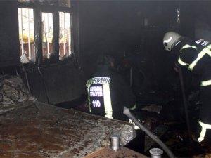 Evin yatak odası yandı