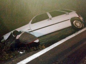 Kaza yapıp otostopla hastaneye gittiler