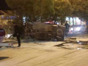Takla atan otomobil ağacı devirdi: 2 yaralı