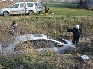 Otomobil sulama kanalına uçtu: 3 yaralı