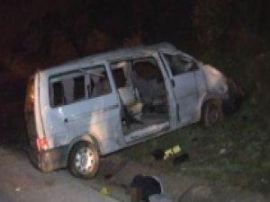 İzmir'de minibüs ile otomobil çarpıştı: 2 ölü, 12 yaralı