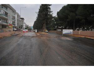 Kepez Belediyesi'nden Fabrikalar Mahallesi'ne sıcak asfalt