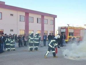 Üniversite öğrencilerine 'yangına müdahale' eğitimi