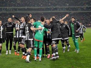 Beşiktaş yılın son derbisinde Galatasaray'ı 2-1 yendi
