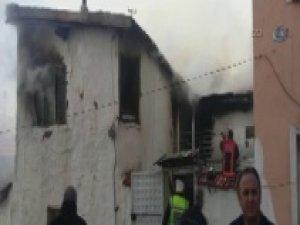 Suriyeli ailenin oturduğu ev alev alev yandı