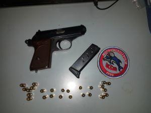 Evli çifti silahla tehdit ettiği iddiası